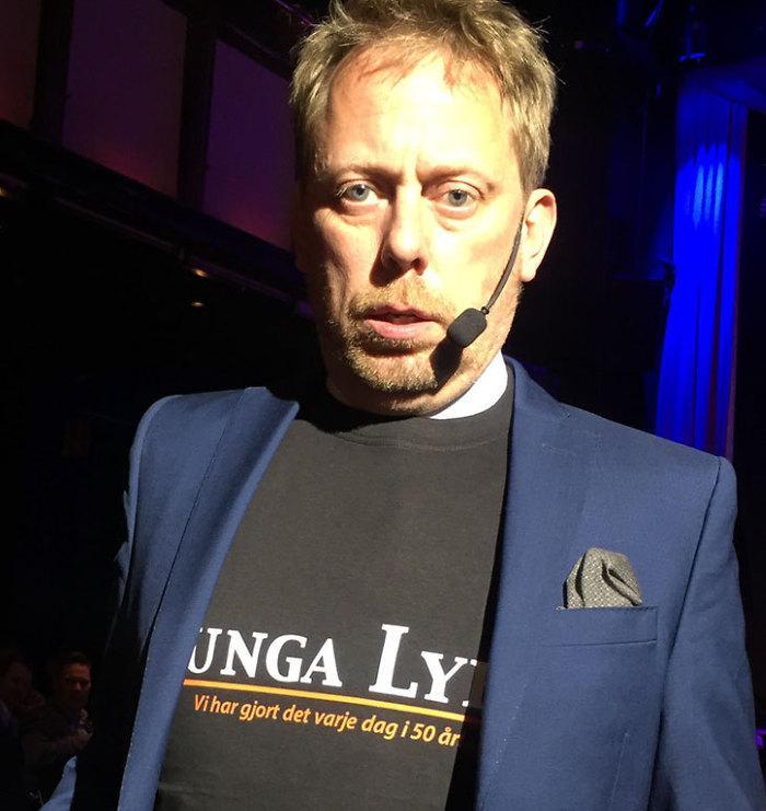 Peter Settman i snygg t-shirt på hantverkargalan 2016