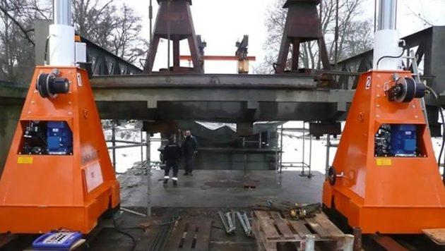 Tunga Lyft lyfter en bro