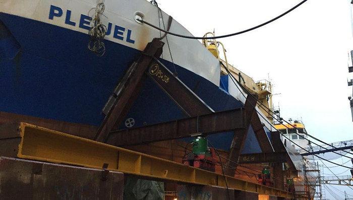 lansering av fartyg i torrdocka